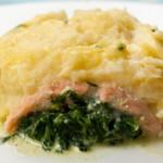 Lachs-Spinat-Auflauf mit Kartoffeldecke