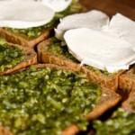 Schnelles Rezept: Pesto-Mozzarella-Sandwich