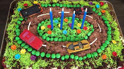 Geburtstagskuchen-Autokuchen